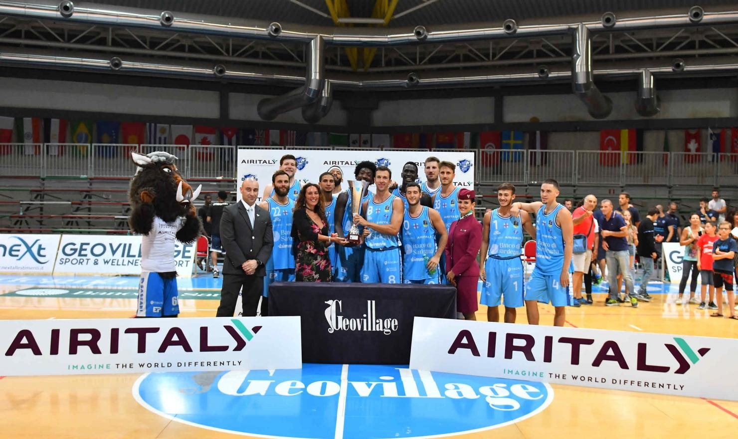 La Dinamo Sassari ha travolto la Scandone Avellino, al Pala Alto Gusto del Geovillage di Olbia, nella finale del 1° Torneo Air Italy: 90 a 60 (primo tempo 48 a 30).