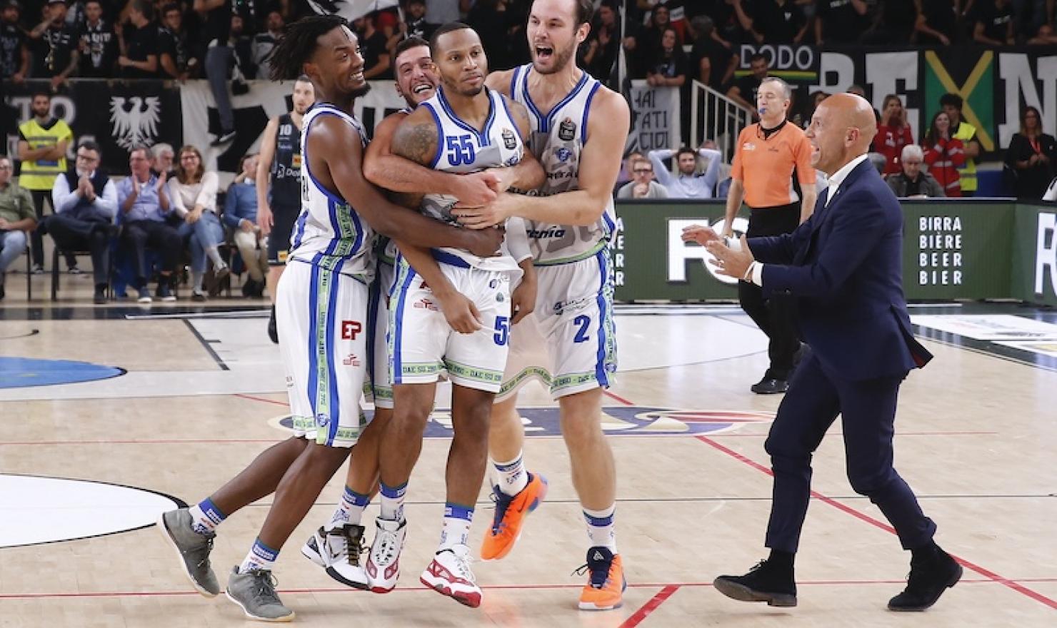 La Dinamo stasera contro la Dolomiti Energia Trentino cerca la 10ª vittoria consecutiva