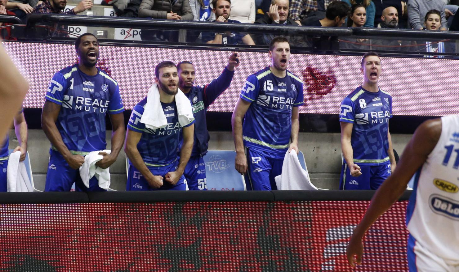 Una Dinamo Banco di Sardegna devastante vince 101 a 79 a Treviso e vola al secondo posto solitario in classifica, a 2 punti dalla capolista Virtus Segafredo Bologna.
