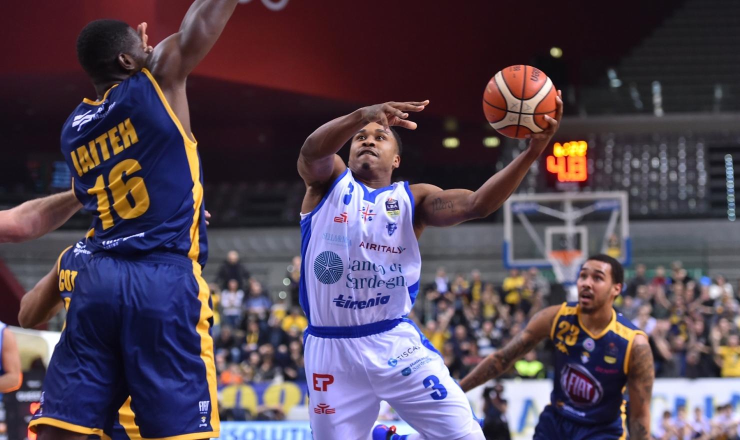 La Dinamo perde a Torino (102 a 83) la terza partita consecutiva in campionato.