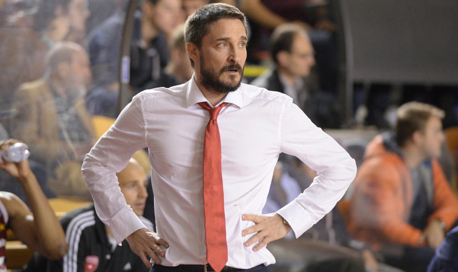 Dopo la pesante sconfitta di Torino, Vincenzo Esposito s'è dimesso dalla guida della Dinamo, al suo posto Gianmarco Pozzecco che esordirà venerdì sera con Venezia nel quarto delle Final Eight di Coppa Italia.